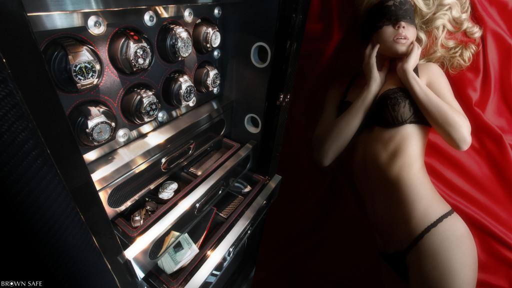 луксозни часовници в сейф