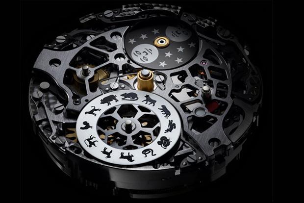 механичен часовник с интересен дизайн