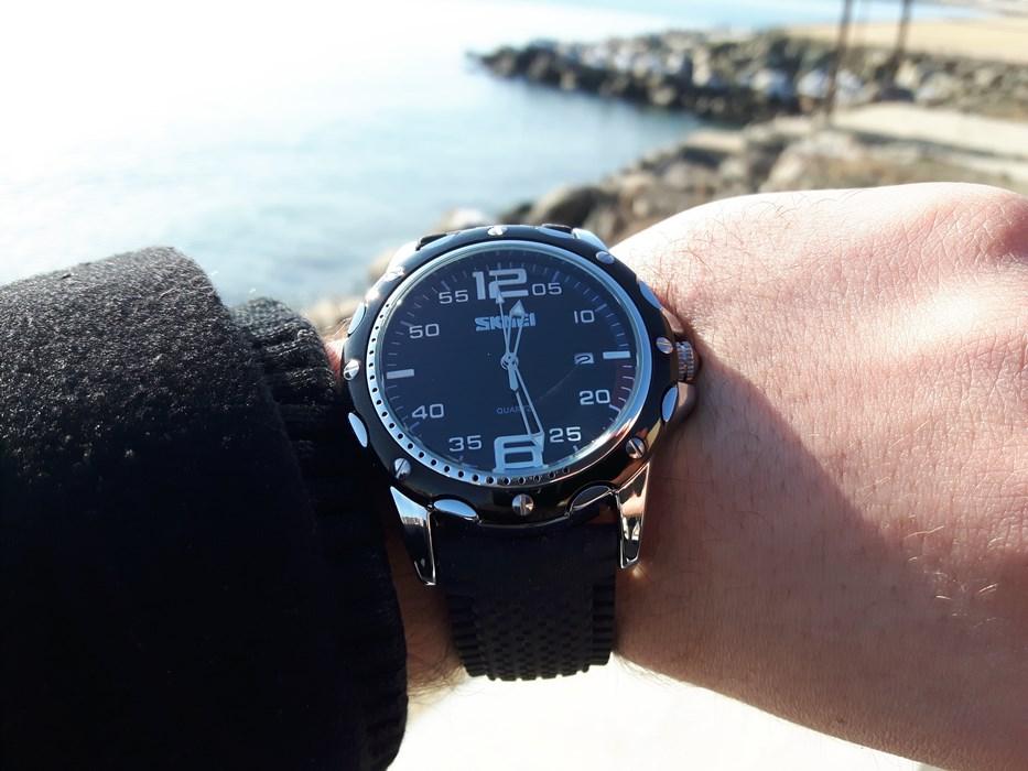 Спортно-елегантен часовник, който си подхожда с всякакво облекло!